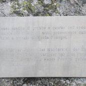 Die Inschrift auf dem Stein