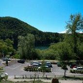 D-0161_grosser_montiggler_see_parkplatz.jpg