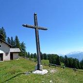 D-0607-mendel-malga-romeno-alm-kirchlein-kapelle.jpg