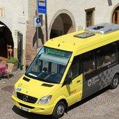 D-4030-Ueberetsch-Kaltern-Dorfzentrum-Citybus.jpg