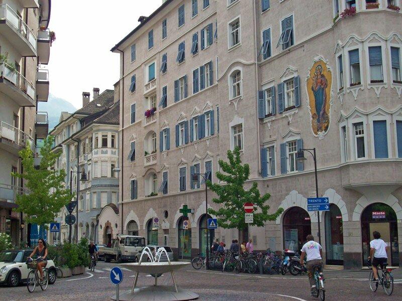 Bolzano quartiere centro piani rencio bolzano e la for Piani del centro di intrattenimento della fattoria