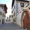 Centro storico: qui ogni edificio ha una storia da raccontare, molte facciate hanno dei cartelli esplicativi. Foto: AT, © Peer