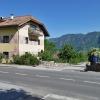 50 m weiter, direkt nach dem Gasthaus Sparerhof, geht es rechts den steilen Weg hinauf. Foto: AT, © Peer