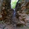 Das Wasser plätschert über die Felsen. Foto: AT, © Peer