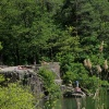 The rocks at the lakeside are very popular with sun-bathers. Foto: AT, © Peer