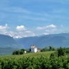 Die Gleifkapelle liegt auf einem Hügel über dem Dorf und gilt als Aussichtspunkt auf die Umgebung. Foto: AT, © Peer