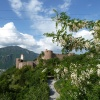 Our hiking trail runs by the mighty Castel Firmiano, past the parking spaces. Foto: AT, © Peer