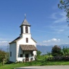 The church of Gaido is located on a green meadow. It is dedicated to the Fourteen Auxiliary Saints. Foto: AT, © Peer