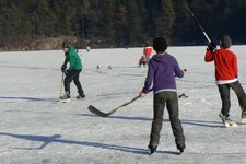Montiggl Winter Eislaufen Hockey P ED