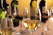 Highlights -> Weinverkostung, Weinflaschen und -glaser 2011